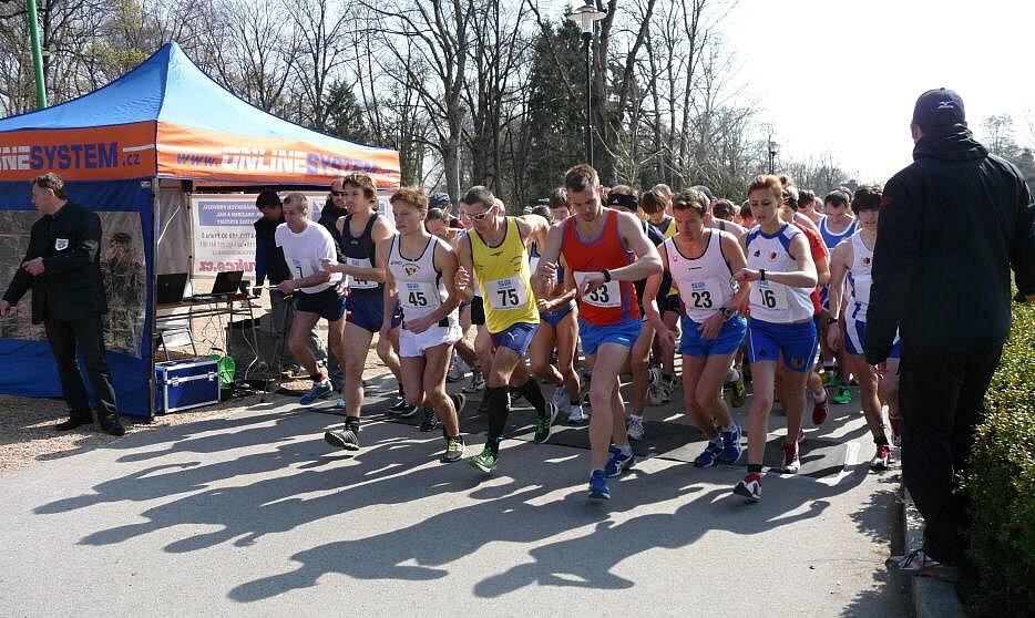 společný start na 10 a 20 km. S číslem 23 pozdější vítěz  Bátovský z DUKLY B. BYSTRICA