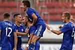 Jakub Plšek (vpravo) se raduje z gólu Sigmy proti Kajratu Almaty v Evropské lize