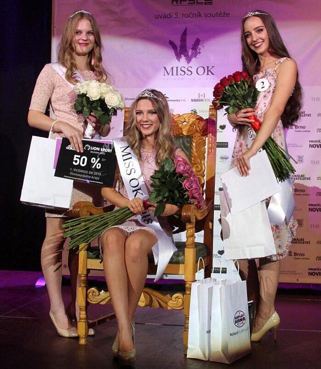 Zleva první vicemiss Barbora Skývová, olomoucká MissOK 2018 Nelly Urbánková a druhá vicemiss Adéla Horáčková