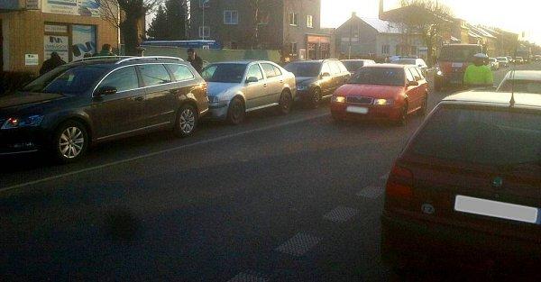 Hromadná srážka čtyř aut ve Chválkovické ulici vOlomouci