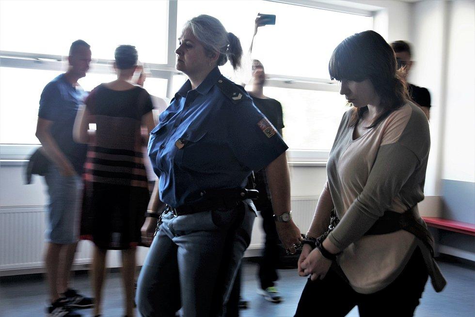 Alena Güntherová z Přerova, obžalovaná z vraždy své tříleté dcery, u krajského soudu v Olomouci, 10. 8. 2020