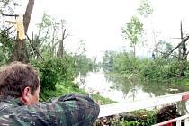 Tornádo o rychlosti větru až 332 kilometrů v hodině se 9. června 2004 prohnalo Litovlí. Polámalo mohutné stromy a napáchalo škody za 100 milionů.