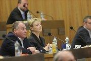 Zasedání zastupitelstva Olomouckého kraje, které má na programu odvolání hejtmana Oto Košty