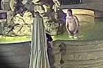 Mladík se koupal v Caesarově kašně v centru Olomouce
