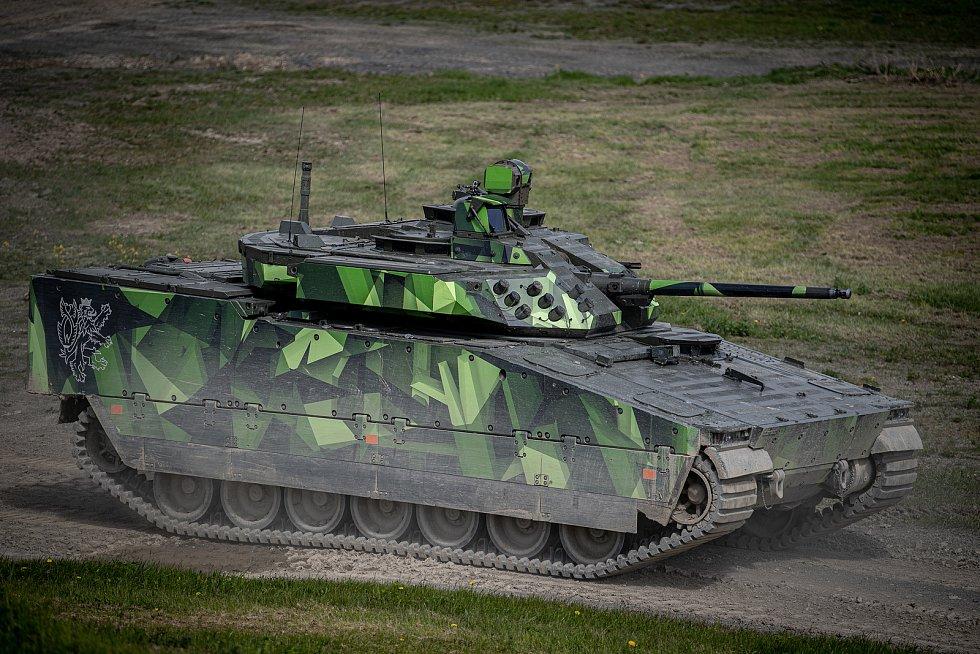 Obrněnec CV90 na mediálním dnu při testování bojových vozidel pěchoty (BVP) z tendru pro českou armádu ve vojenském prostoru Libavá, 27. května 2021.
