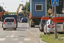 Průjezd přes Nové Sady zavřely opravy v okolí železničního přejezdu, 27. července 2021