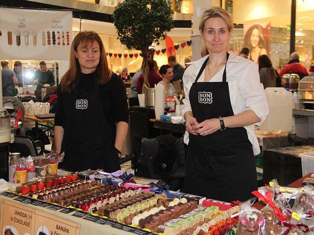 Vůně čokolády se v pátek a o víkendu rozléhá prostory Šantovky, kde se koná Olomouc Čokofest 2017.
