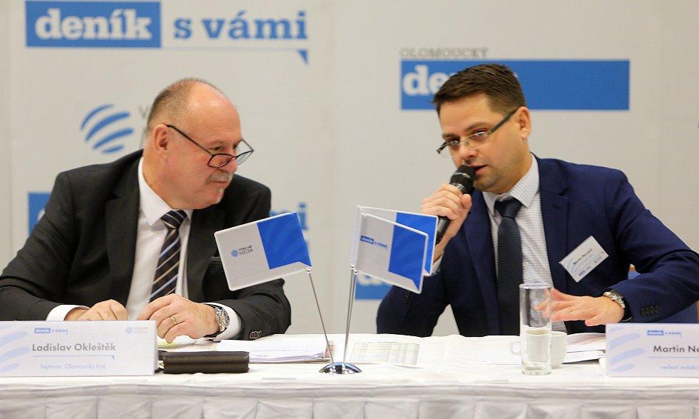 Olomoucký hejtman Ladislav Okleštěk a regionální šéfredaktor Deníku Martin Nevyjel