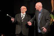 Vladimír Čapka (vlevo) - Cena za výjimečný počin roku v oblasti umění - divadlo