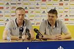Václav Jílek, trenér (vlevo) a Ladislav Minář, sportovní manažer. Fotbalový klub Sigma Olomouc představil nového sponzora a hodnotil situaci před jarní částí sezony.