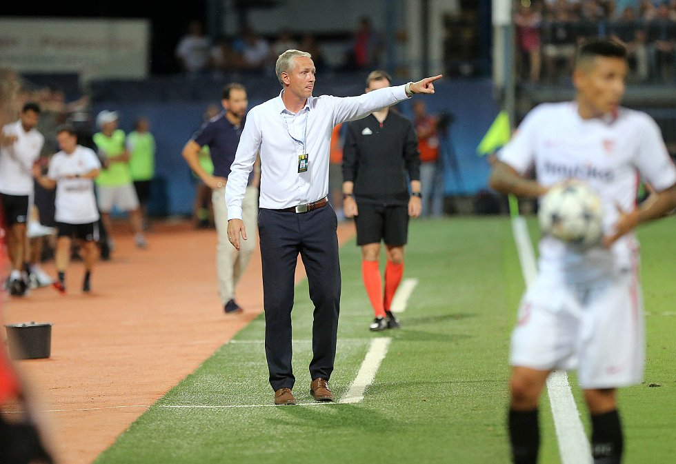 Trenér Václav Jílek. Sigma Olomouc vs. Sevilla FC