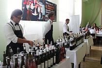 Téměř sedm desítek vzorků kvalitního vína menších a středních vinařů, burčák, cimbálová muzika. Návštěvníci si mohli ochutnat čerstvě vylisovanou hroznovou šťávu, letos poprvé se mohli zúčastnit řízené degustace.