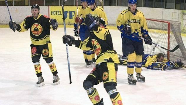 Uničovští hokejisté se radují z gólu