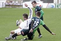 Fotbalisté Holice (v bílém) remizovali s Petřkovicemi 0:0