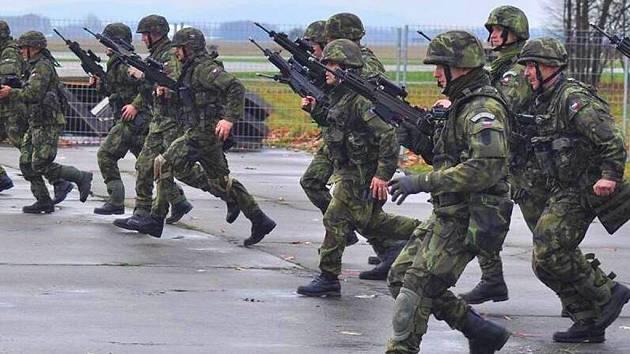 Příslušník aktivní zálohy pěší roty Ondřej Pšenka z Olomouce. Na snímku na cvičení armádních dobrovolníků v Mošnově.