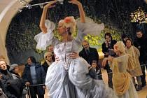 Dobové tance při startu unikátní výstavy Olomoucké baroko