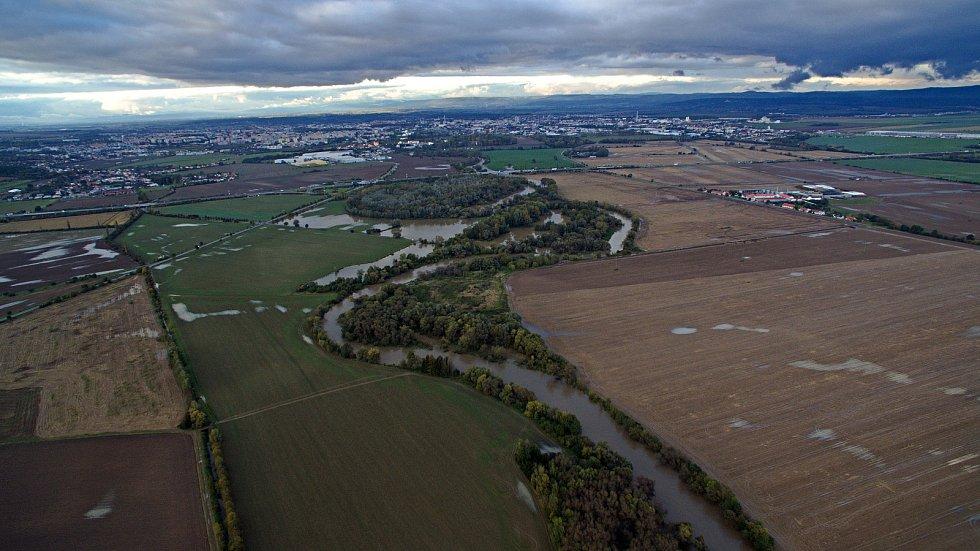 Laguny rozvodněné řeky Moravy pod Olomoucí 15.10.2020.