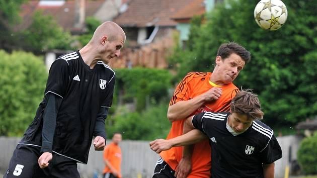 Kozlovice (v oranžovém) proti 1. HFK Olomouc B