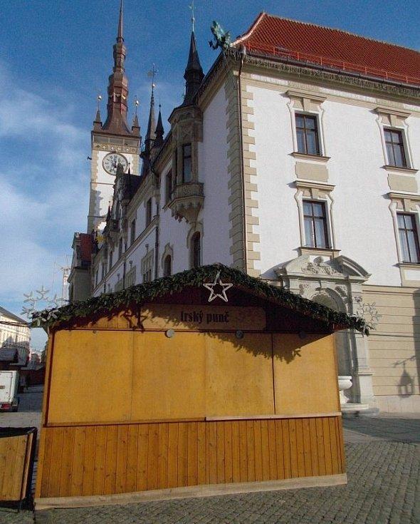Vánoční trhy v Olomouci bez punče a občerstvení. 9. prosince 2020