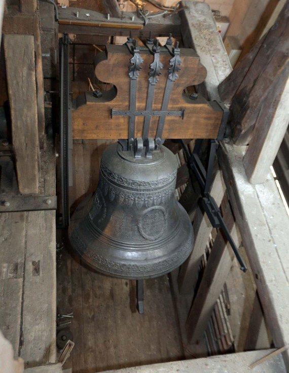 Zvon sv. Petr a Pavel v olomoucké katedrále se ve čtvrtek v poledne rozezněl za oběti střelby v Uherském Brodě