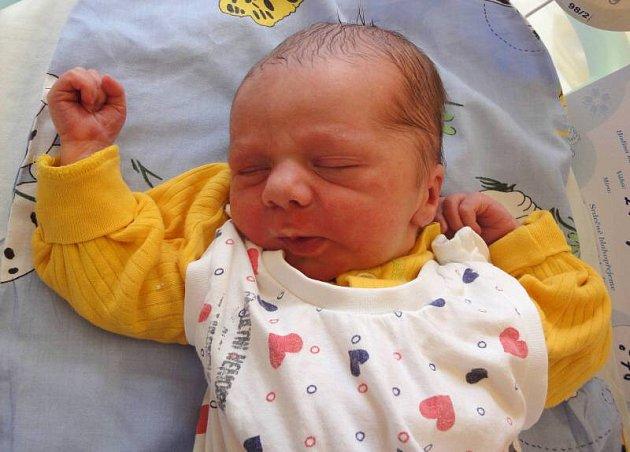 Richard Huňka, Náměšť na Hané, narozen 20. června v Olomouci, míra 50 cm, váha 2820 g.