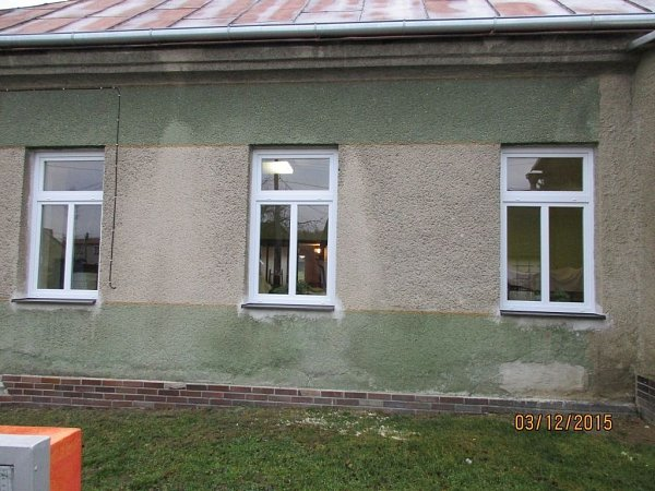 Výměnu oken, dveří a topení dokončilo město Šternberk vkulturním domě vmístní části Dalov. (po rekonstrukci)