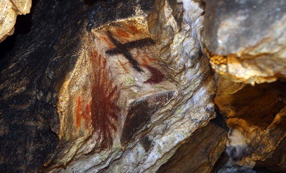 Slavnostní zpřístupnění zrestaurovaných historických maleb a nápisů v jeskyni Na Špičáku
