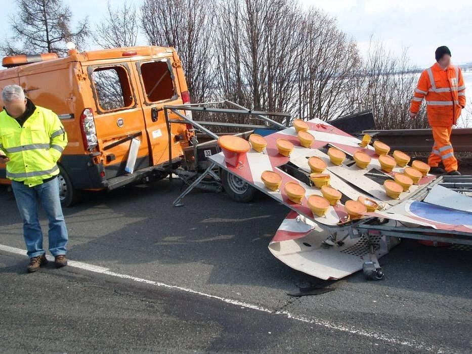 Srážka naklaďáku s dodávkou silničářů na R46 z Prostějova na Olomouc