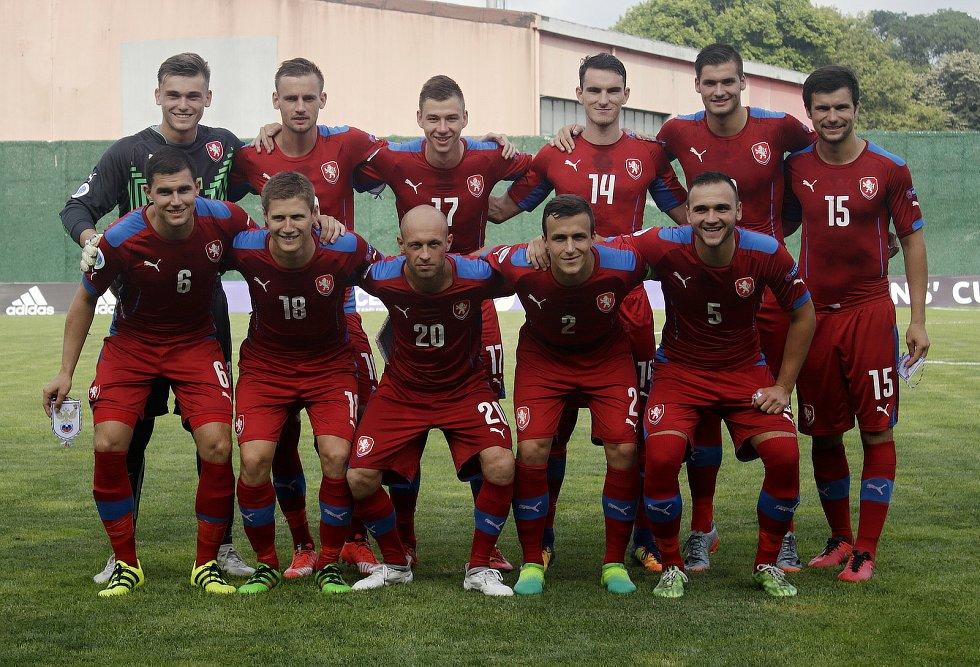 Tým amatérské fotbalové reprezentace z Olomouckého kraje (v červeném) podlehl regionu Jižního Ruska 1:2