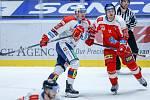 Utkání Tipsport extraligy mezi HC Dynamo Pardubice (v bíločerveném) a HC Olomouc