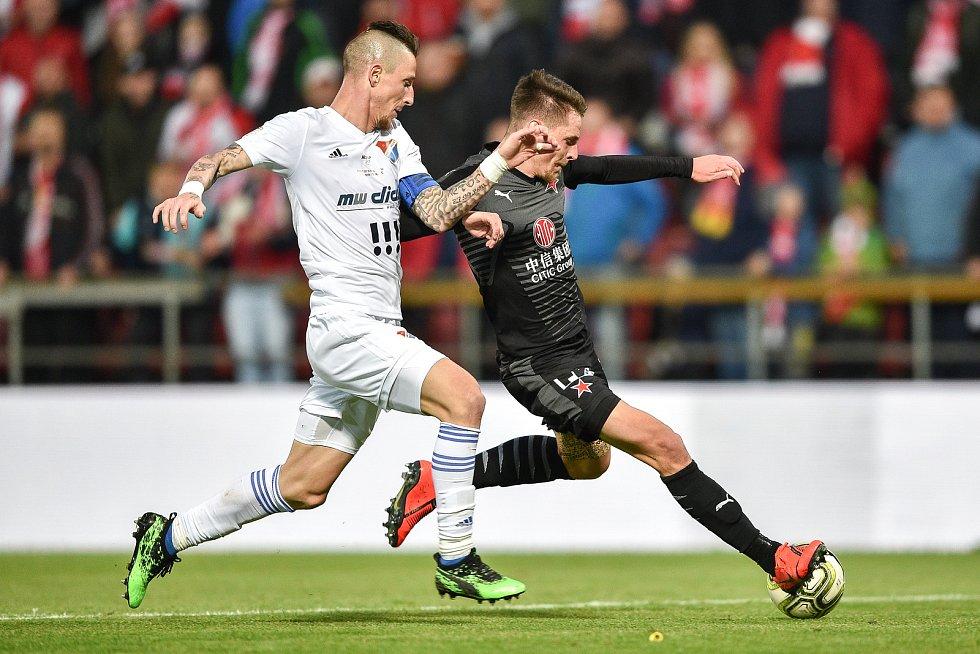 Finále fotbalového poháru MOL Cupu: FC Baník Ostrava - SK Slavia Praha, 22. května 2019 v Olomouci. Zleva Jiří Fleišman a Lukáš Masopust