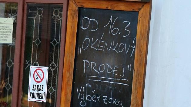 Okénkový prodej. Ilustrační foto