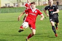 Fotbalisté Uničova (v červeném) proti HFK