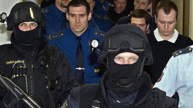 Jednání s vítkovskými žháři u Vrchního soudu v Olomouci provázejí mimořádná přísná bezpečnostní opatření