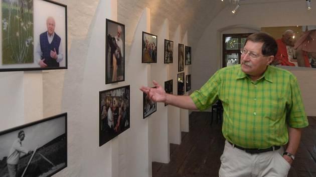 Nejstarší snímek výstavy pořídil fotograf Vladislav Galgonek v roce 1977.