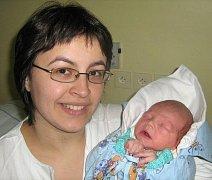 Adam Giesl, Dub nad Moravou, narozen 16. května v Olomouci, míra 51 cm, váha 3310 g