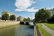 Současná podoba nábřeží mezi mostem na Komenského ulici a mostem na Masarykově třídě. Zdroj vizualizace - Povodí Moravy