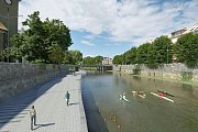 Původní návrh - takzvaná berma, která vznikne na nábřeží mezi mostem na Komenského ulici a mostem na Masarykově třídě. Zdroj vizualizace - Povodí Moravy