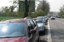 Velikonoční pondělí na Svatém Kopečku - auta stála ještě před Samotiškami