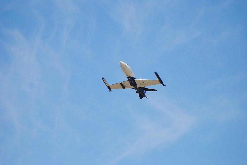 Oblaka nad Olomouckem v úterý pročísl také německý LearJet.