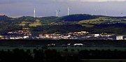 Větrníky v panoramatu Nízkého Jeseníku nad Šternberkem
