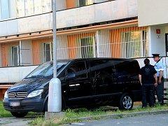 Policisté a pohřební služba zasahují u násilného úmrtí 38letého muže v domě v olomoucké čtvrti Neředín