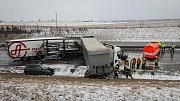 19. března 2018. Hromadná nehoda kamionů a osobních aut na dálnici D1 v úseku mezi Butovicemi a Hladkými Životicemi na Novojičínsku.