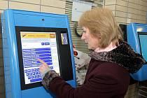 Nové automaty na jízdenky pro zákazníky s In-kartou na olomouckém nádraží.