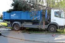 Havárie náklaďáku v Brněnské ulici v Olomouci, 25. května 2019