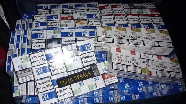 Olomoučtí celníci zadrželi v březnu přes 100 tisíc kusů cigaret.