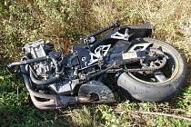 Nehoda motorky a felicie u Vrbátek