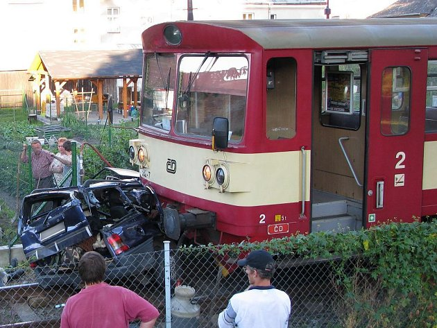 Tragická srážka vlaku a osobního auta na přejezdu v Litovli