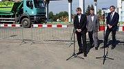 Miroslav Petřík (u mikrofonu) na otevření překladiště odpadu v Olomouci-Chválkovicích v roce 2015