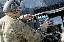 V rámci probíhajícího mezinárodního vojenského cvičení Apmle Strike 2016 vzlétly ve vojenském prostoru Libavá na Olomoucku ke cvičným letům také vrtulníky americké armády AH-64 Apache.